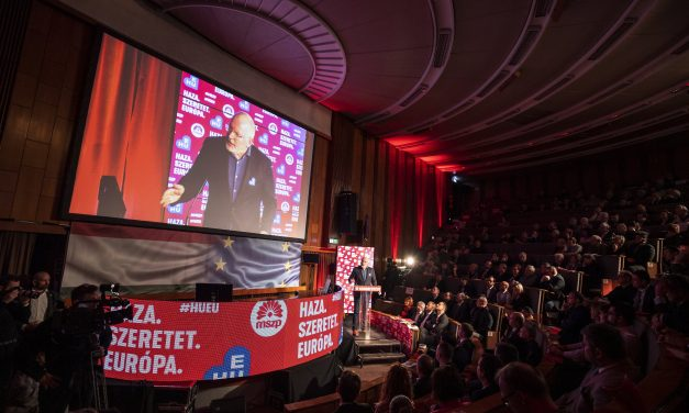 Timmermans calls for fair wages in EU at Hungarian Socialist congress