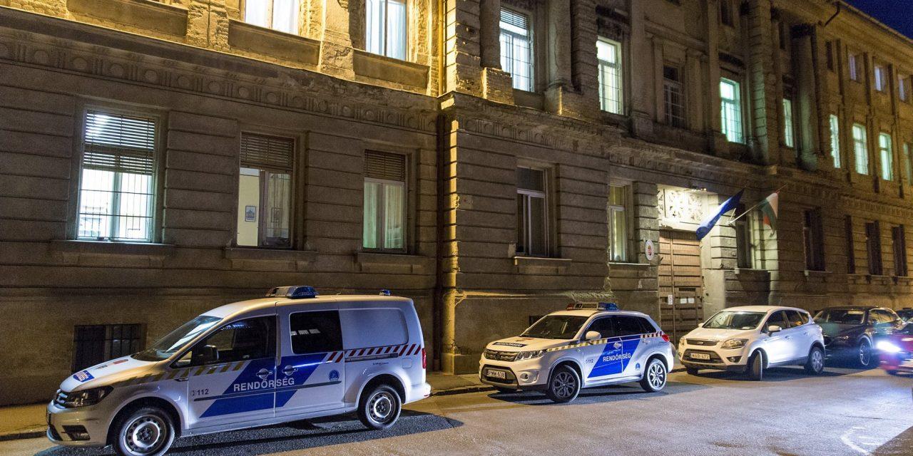 Eighteen Hungarian policemen arrested for not following their duty
