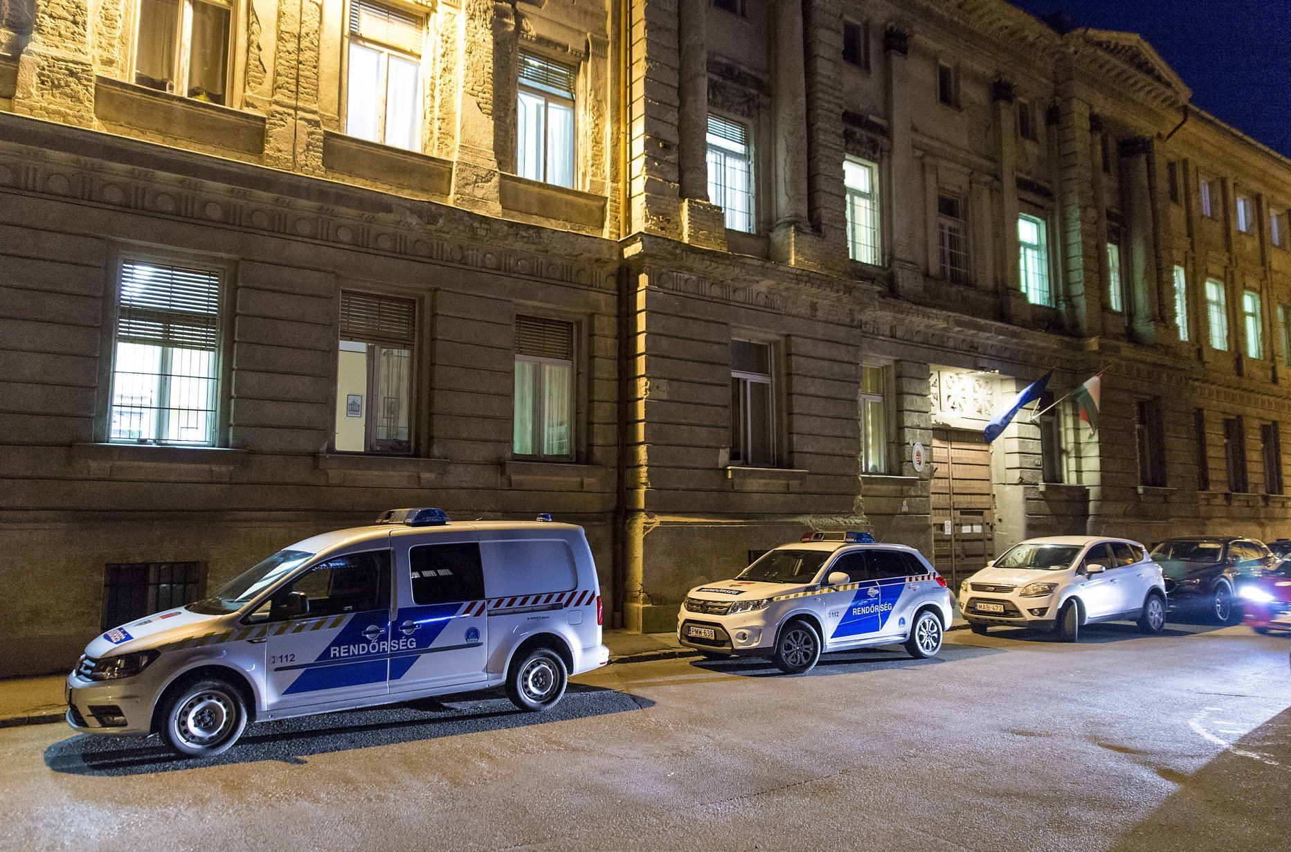 Eighteen Hungarian policemen arrested for not following their duty