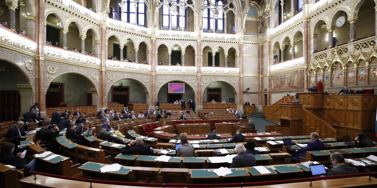 DK: Fidesz seeking to restrict MPs' rights