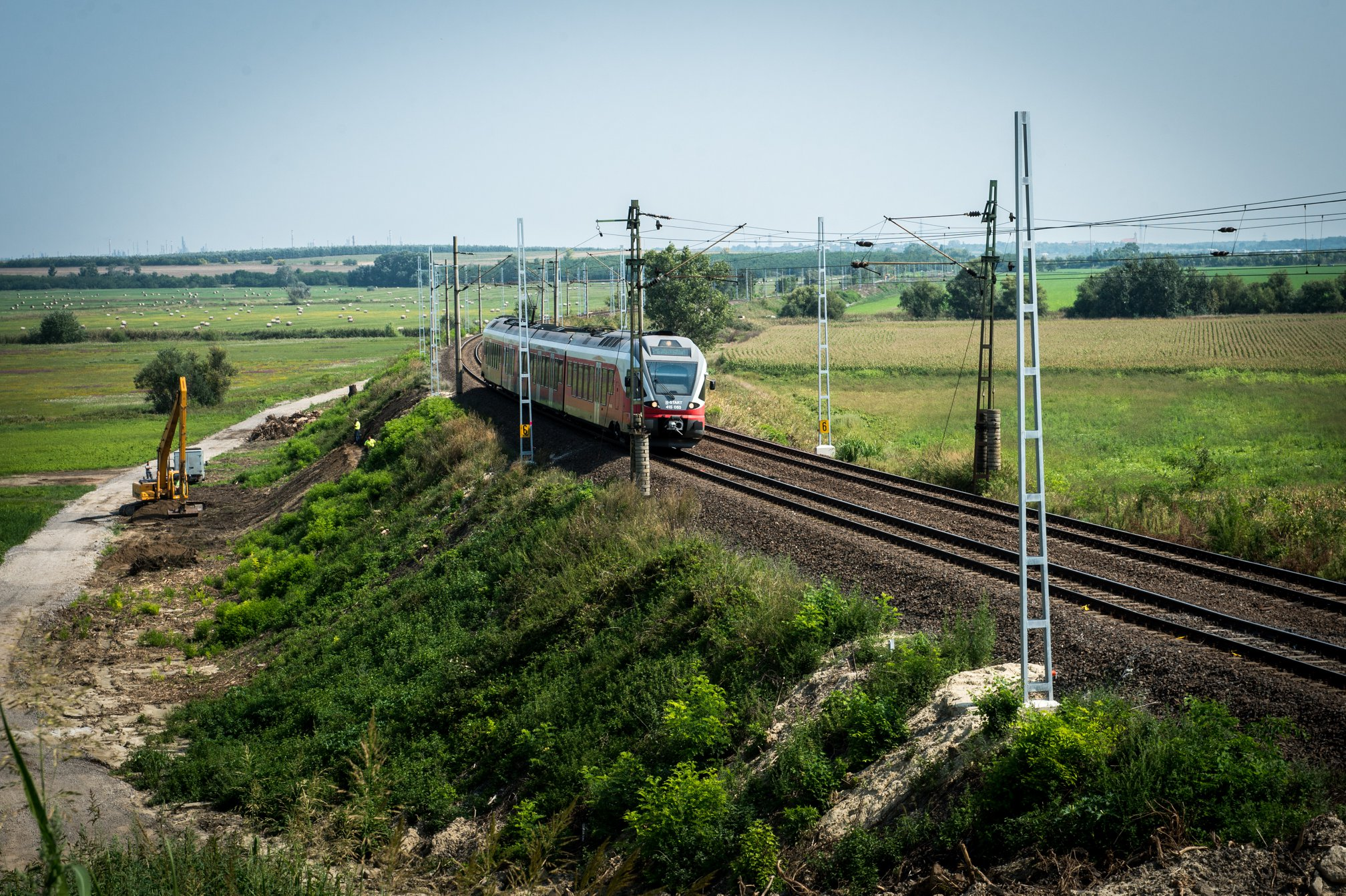 Hungary, MÁV, train, construction, railway
