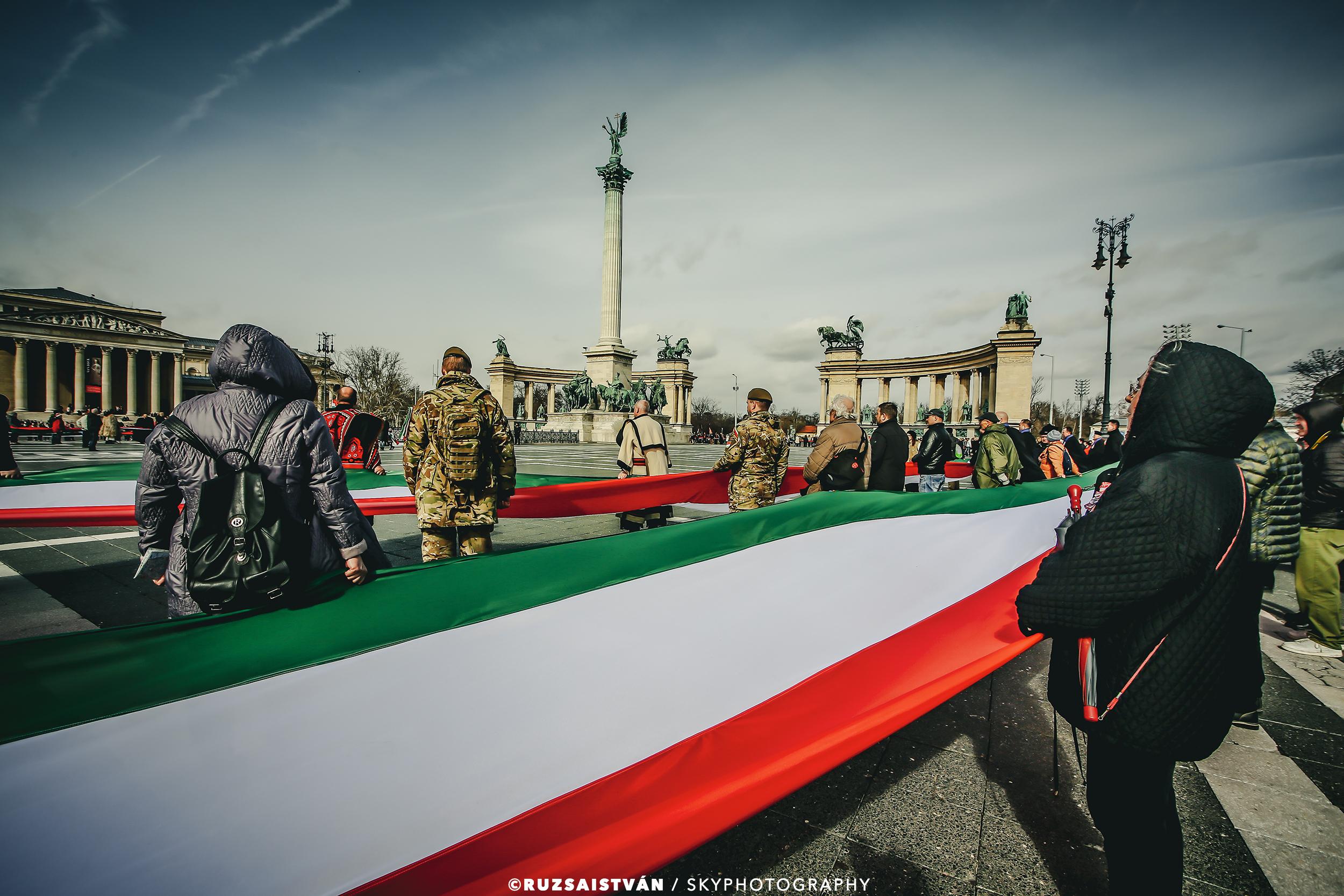 1,848-meter long Hungarian national flag in Budapest