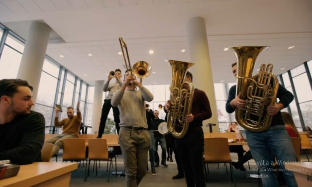 Orchestra surprises everyone in Szeged library! – Video!
