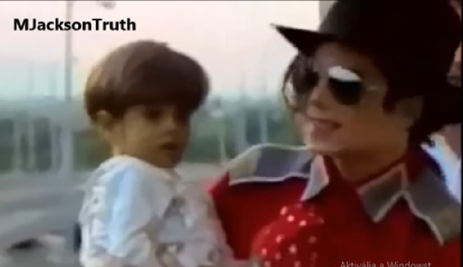 Tamás Farkas as a child with Michael Jacksonnn