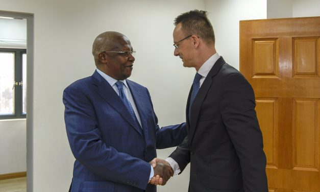 Hungarian foreign minister discusses major investment programme in Uganda