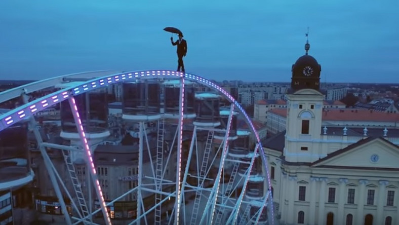 Watch the Hungarian umbrella man on top of Debrecen Eye! – Video