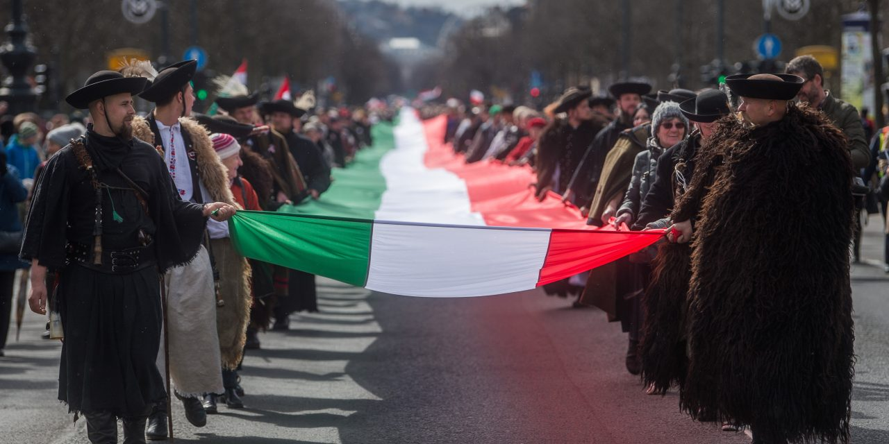 Have you ever seen such a Hungarian flag? Photos and videos here!