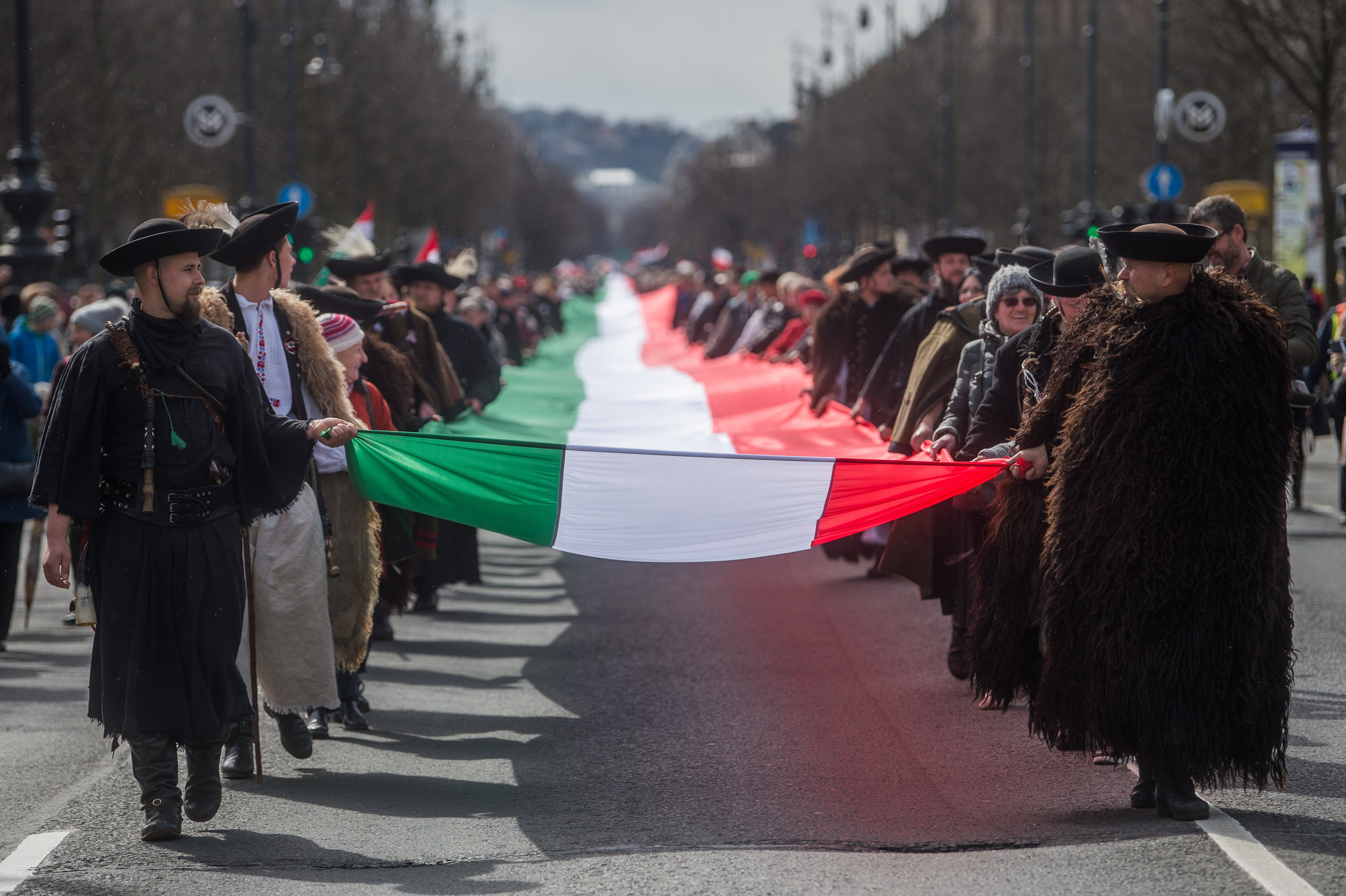 1848 Hungarian volunteers marched with 1,848-meter long Hungarian national flag in Budapest