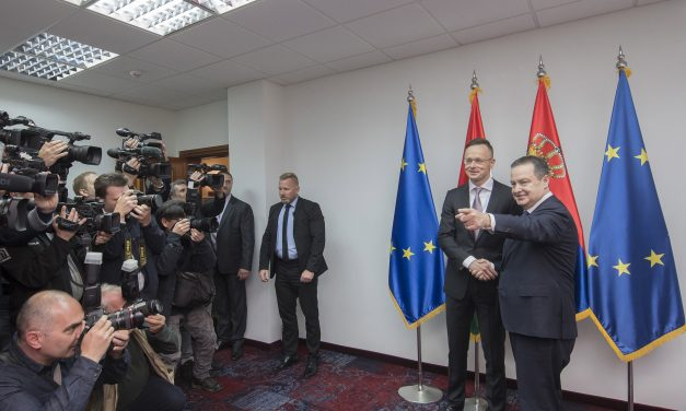 Hungarian foreign minister meets Serbia ministers