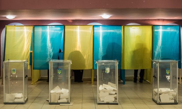 Ukraine should suspend language bill debate, says govering Fidesz
