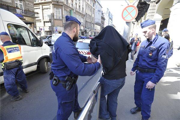 budapest-police-drug-raid