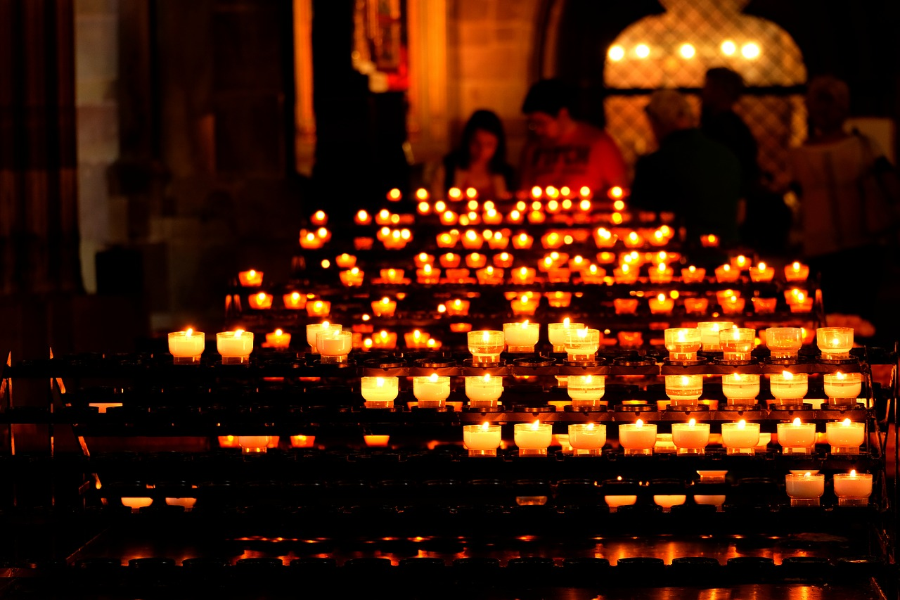candles-church condolence