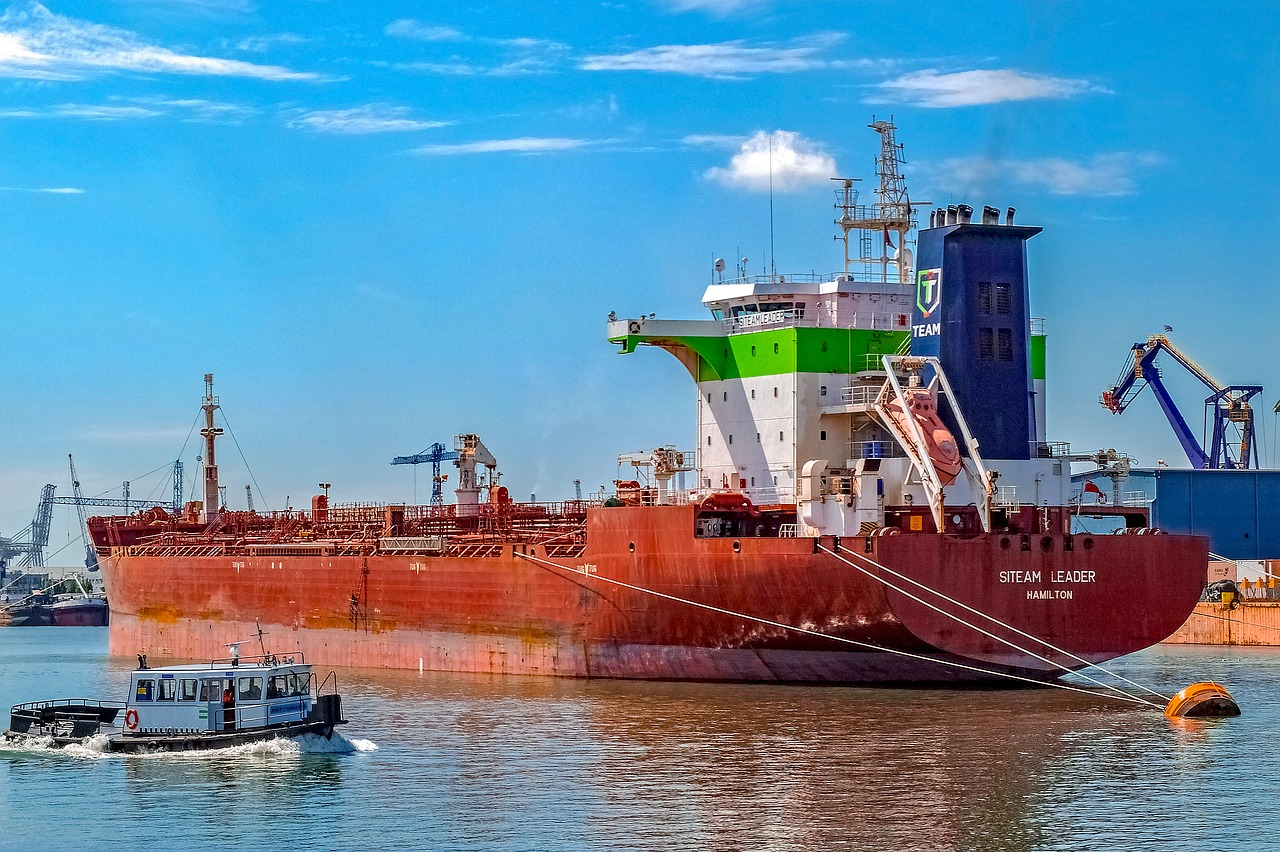 vessel-lng sea