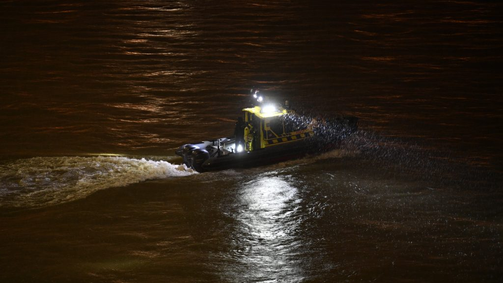 Tourist boat capsized in Budapest, at least 3 dead!