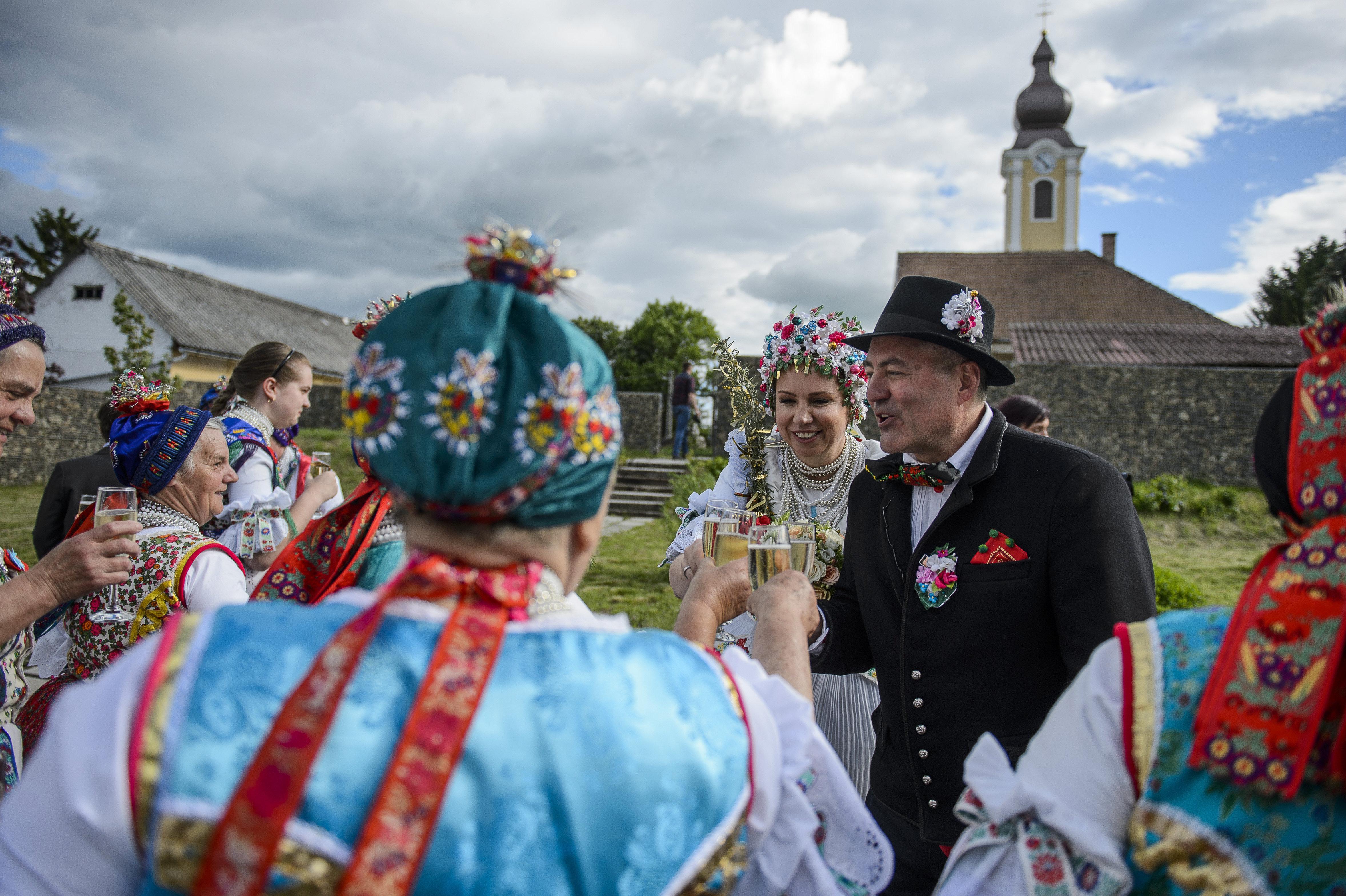 hungarian wedding tradition