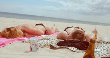 beach girls sun