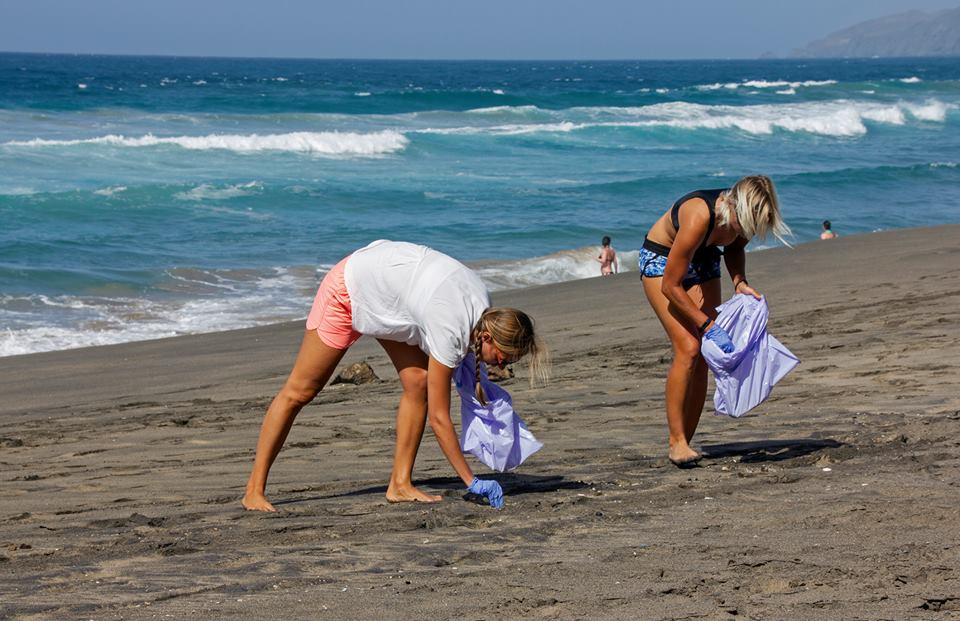 undersea beach clean up