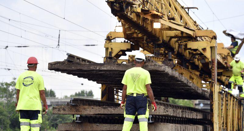 worker train railway