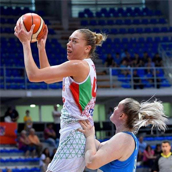 Hungary basketball girl