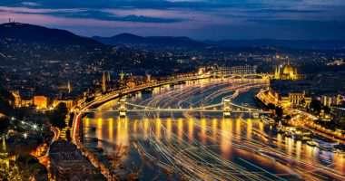 budapest ship lights