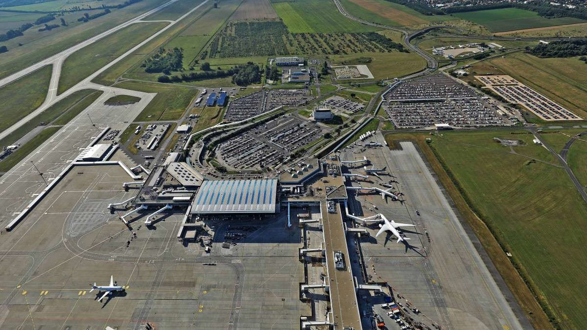 budapest airport train project delayed and planned to be