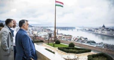 Orbán a Karmelita Kolostorban