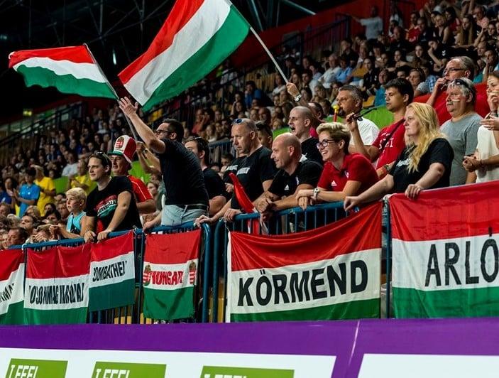 Magyar közönség