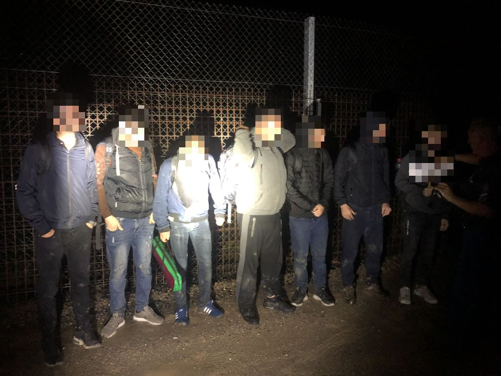 Migrants attempt to enter Hungary in rubber dinghy