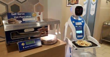 Robot waiter - Enjoy Budapest Café (2)