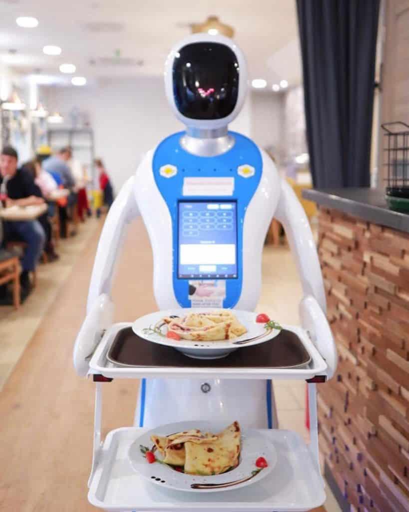 Robot waiter - Enjoy Budapest Café