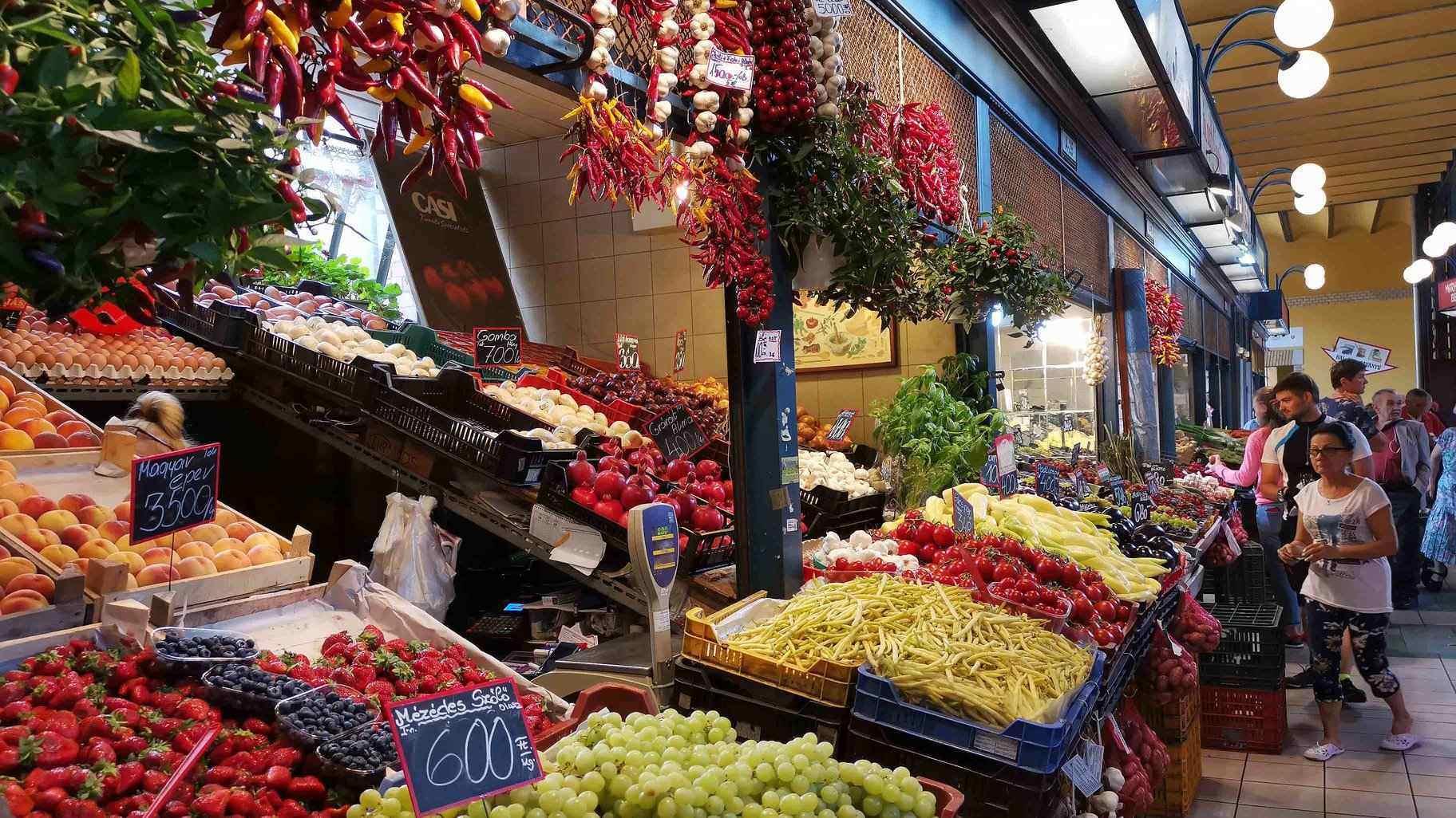 great_market_hall_budapest_fővám_tér_vegetable_trade