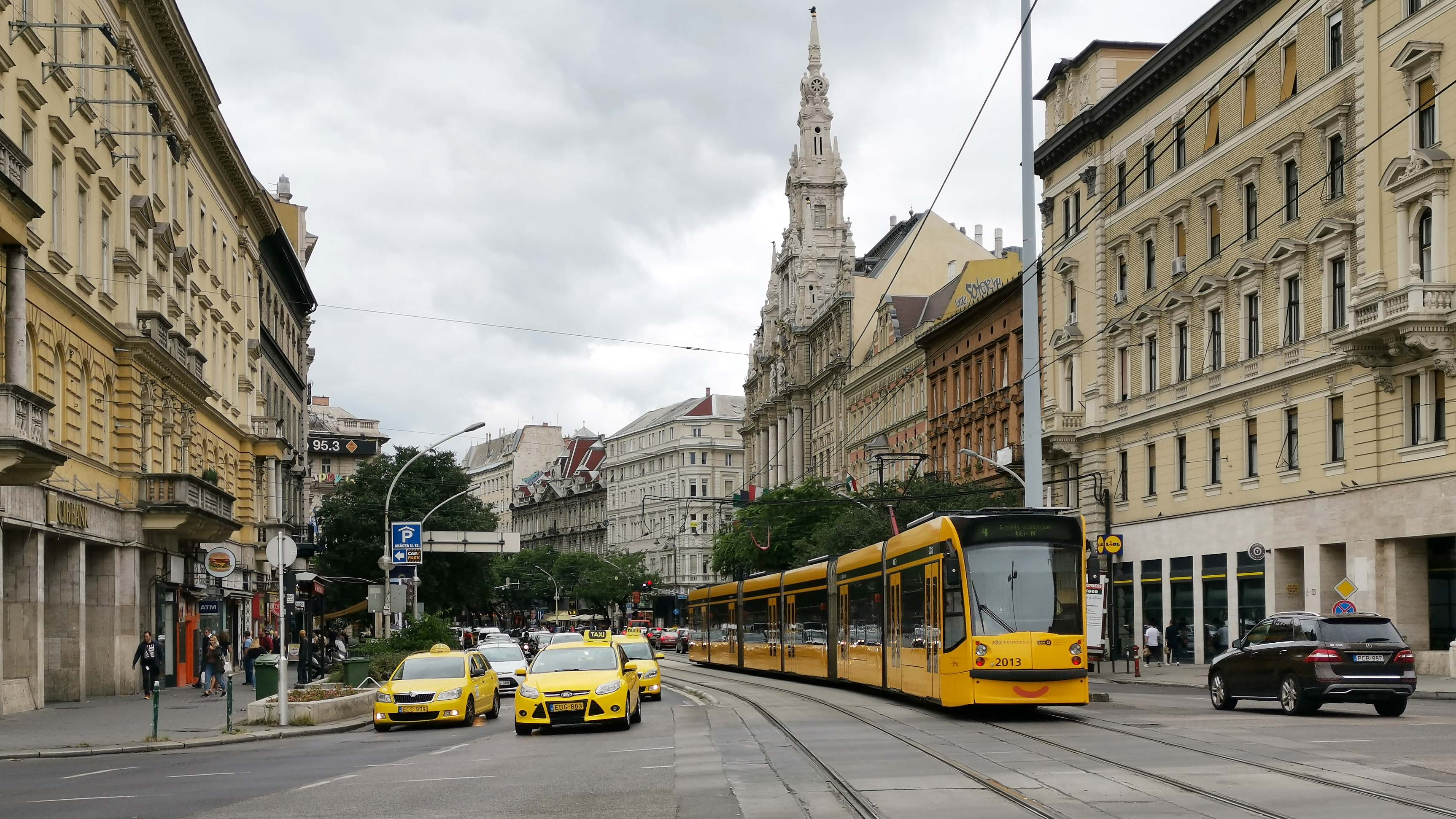 traffic Budapest Hungary transport bkk bkv