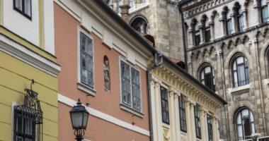 budapest buda castle building flat property colors kató alpár Daily News Hungary