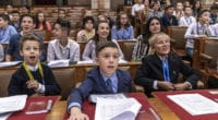 parliament_hungray_children