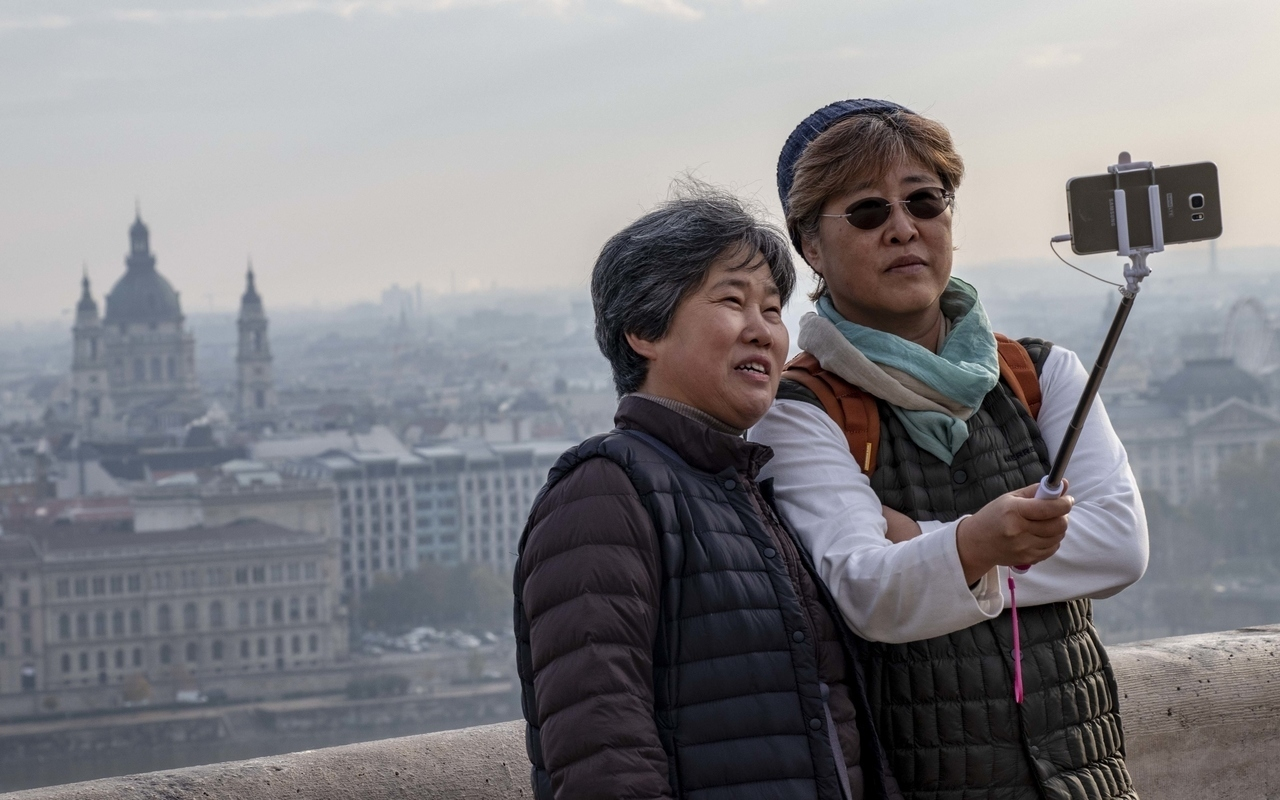 tourism_budapest_china_chinese_tourist_hungary_selfie_kató_alpár