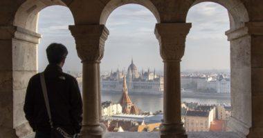 tourism_budapest_tourist_hungary_parliament_dnh