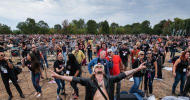 500 hungarians sing personal jesus