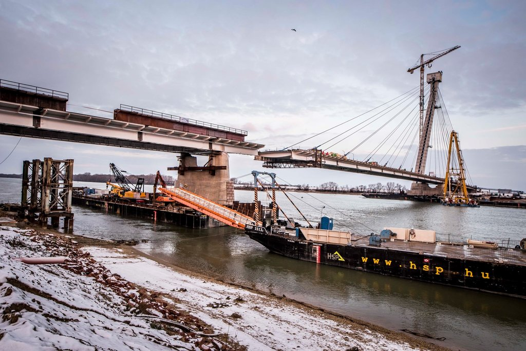 Spectacular! The new Danube bridge in Komárom is connected - photos