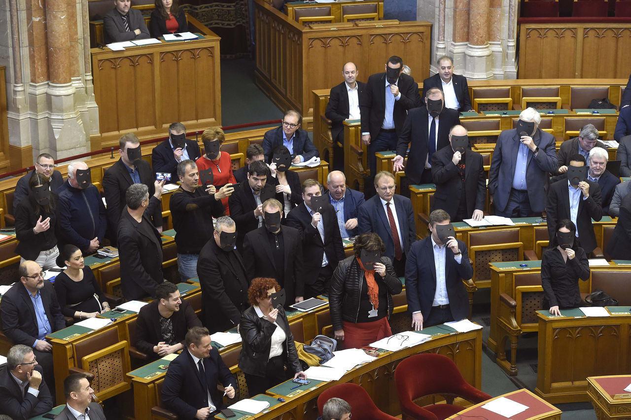parliament-Socialists