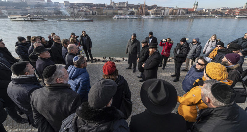 Leaders of foreign representations in Budapest on Monday paid tribute to victims of the Holocaust