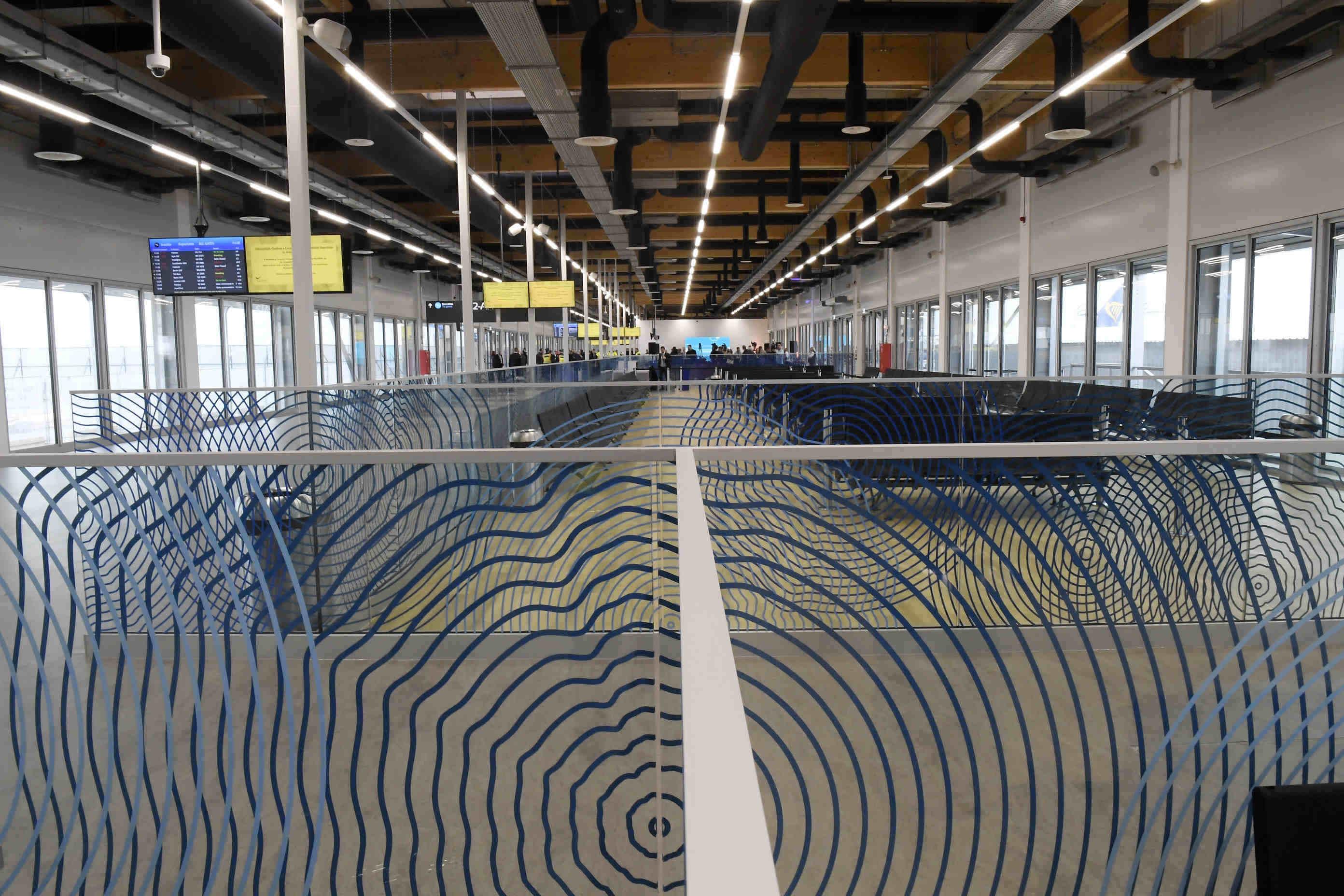 budapest airport passenger pier