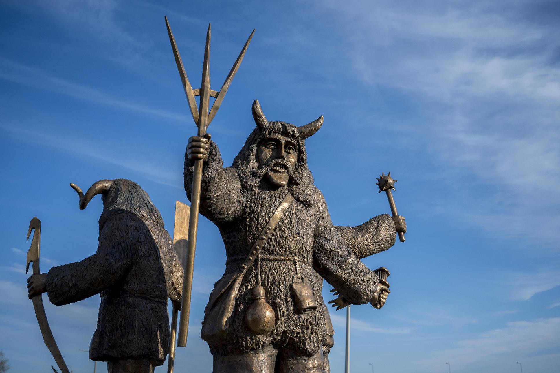 busó statue mohács