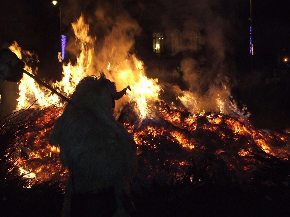 busójárás bonfire
