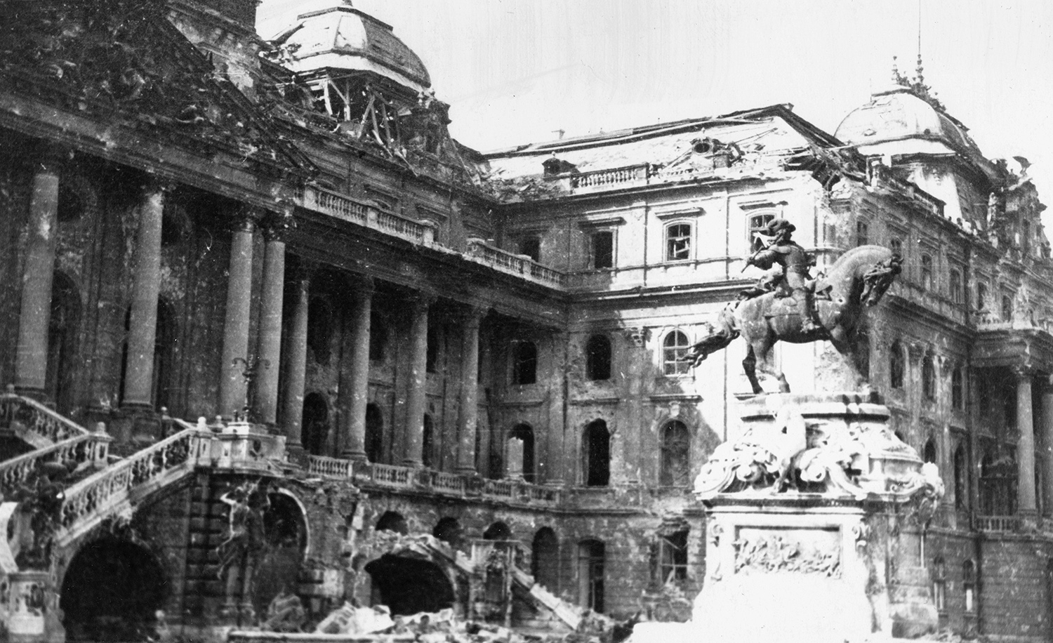 Budapest was completely bombed during World War II - PHOTO GALLERY
