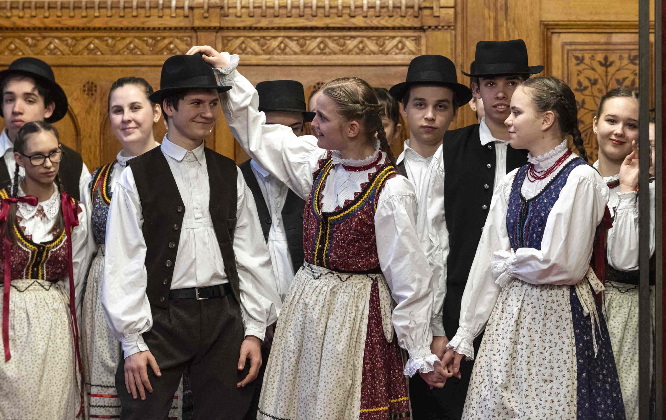 costume traditionnel enfants
