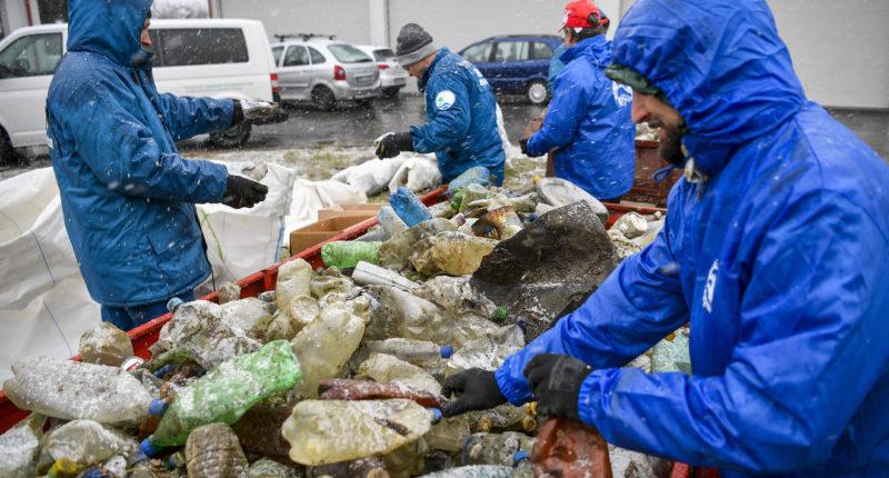 rubbish island river tisza