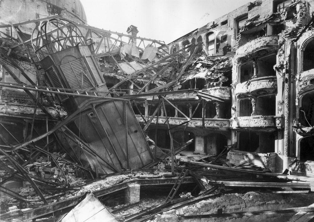 vígszínház 1945