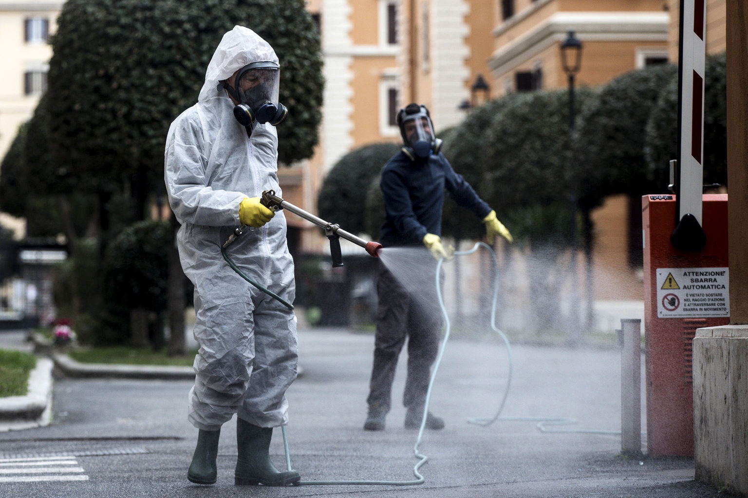 coronavirus italy cleaning