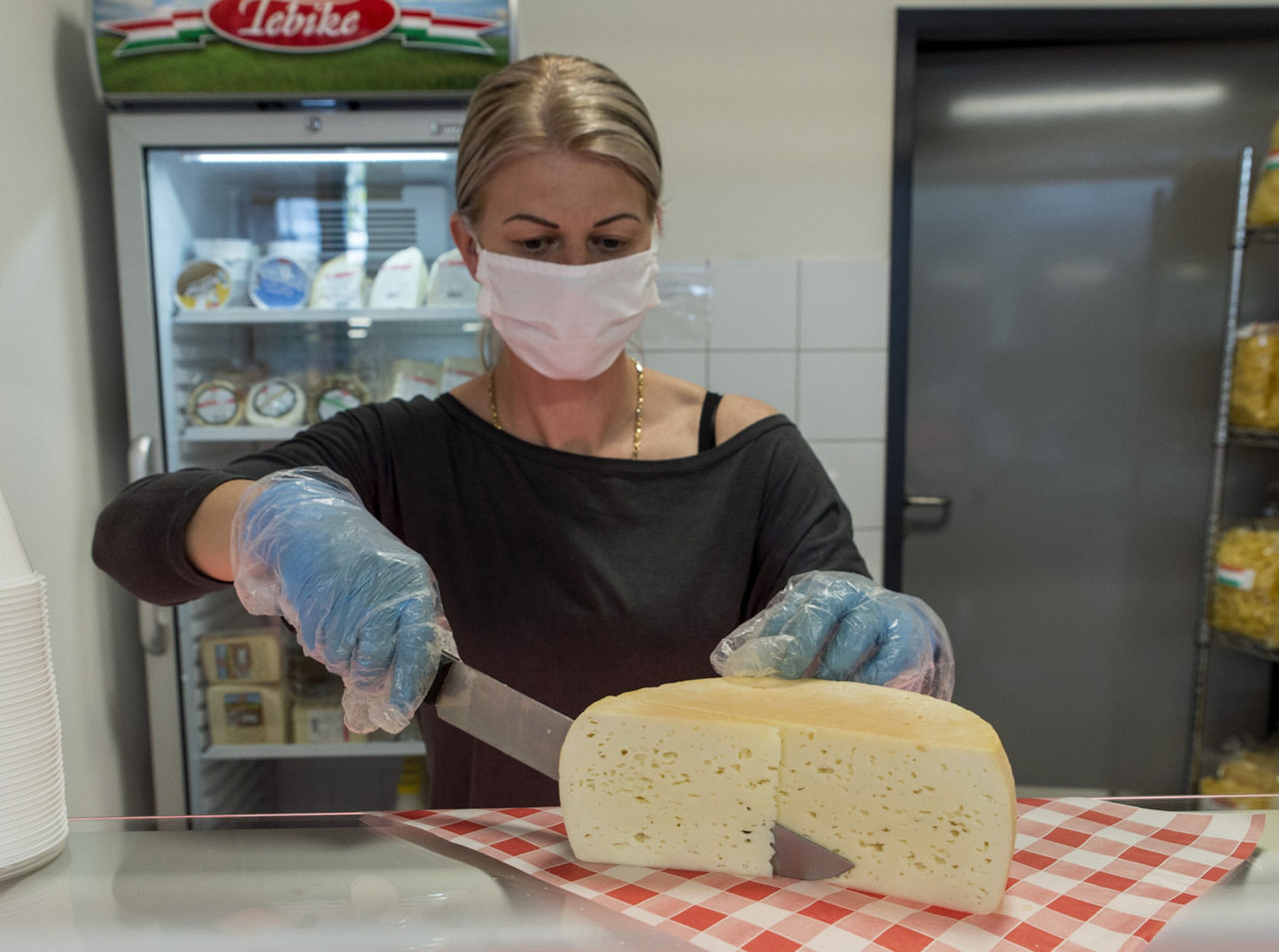 Hungarian cheese registered with Protected Geographical Indication csemeg sajt