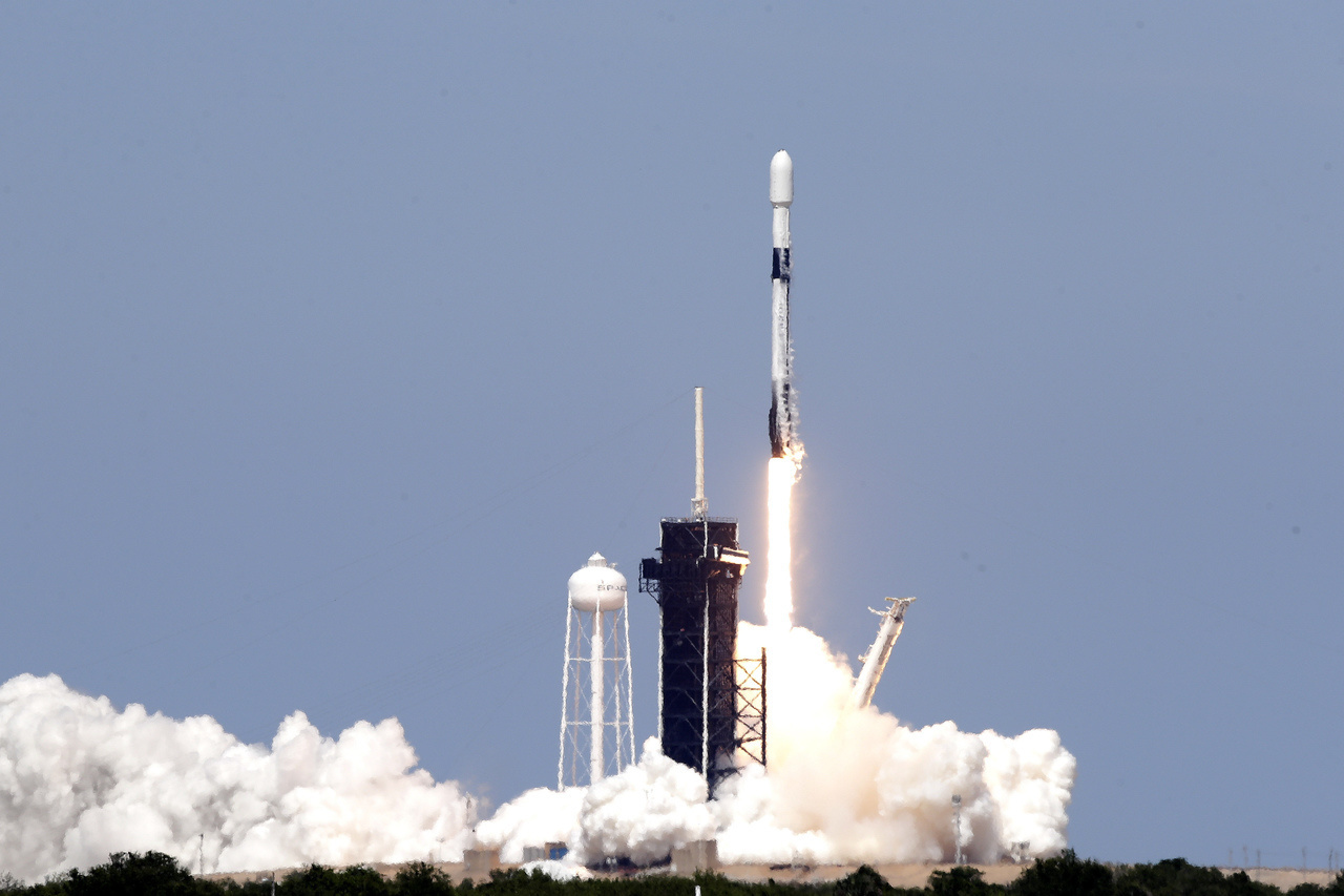 SpaceX launched its seventh batch of 60 Starlink satellites into space